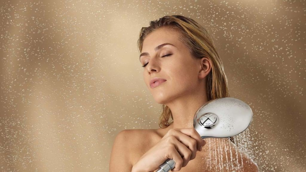 mujer ducha caliente