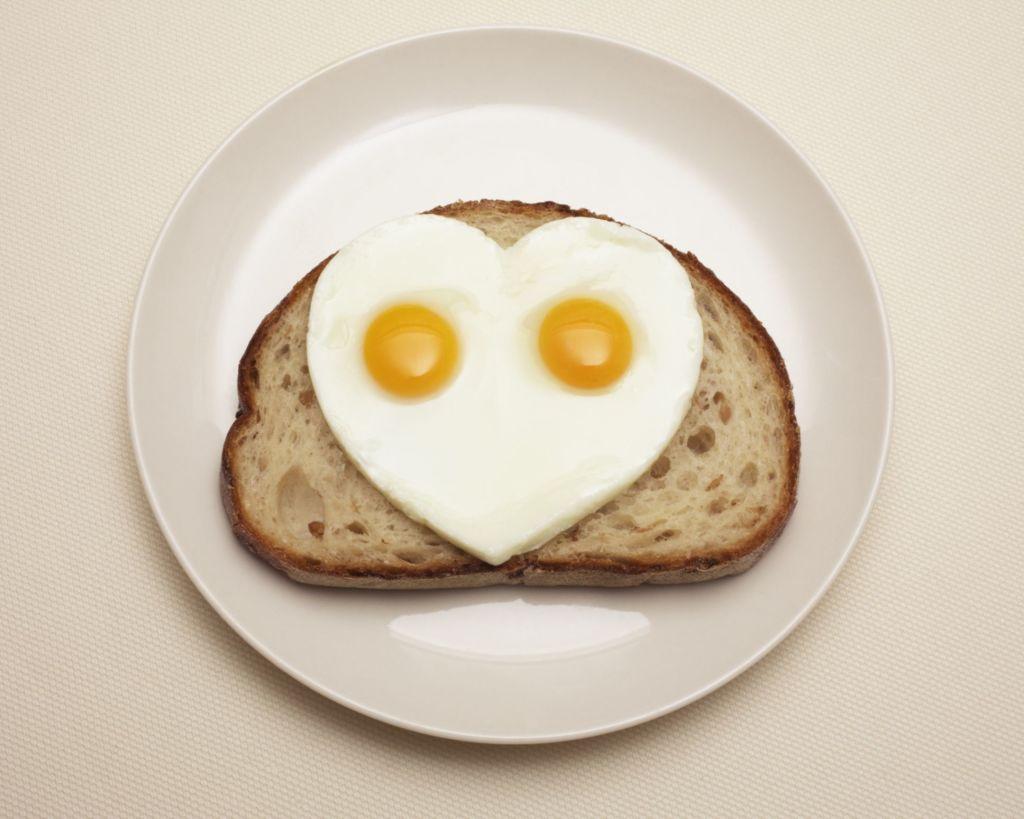 huevos fritos corazon