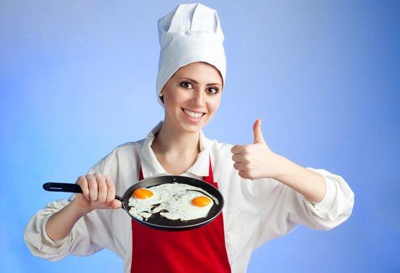 cocinera-huevos-fritos