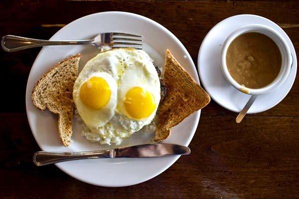 plato-con-huevos-fritos