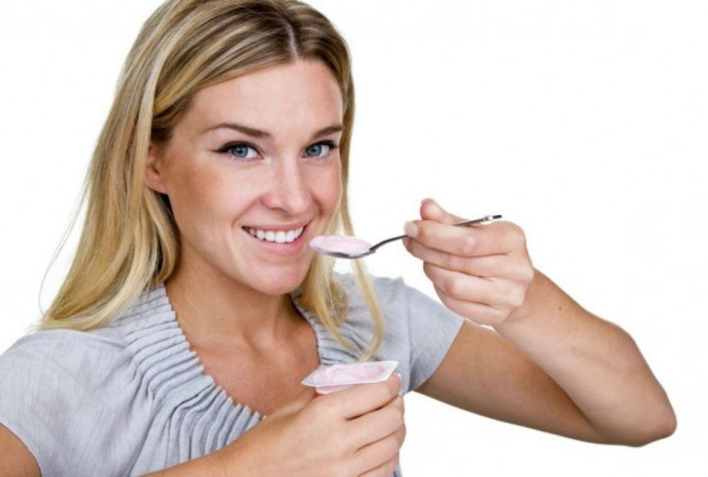 Resultado de imagen para beneficios de tomar yogurt natural