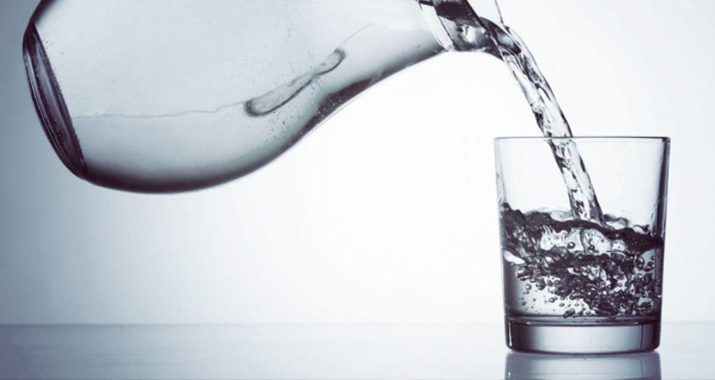 jarra-vierte-agua