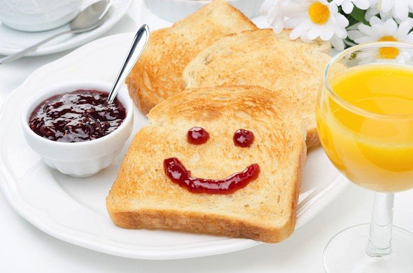 Cata prepara desayuno