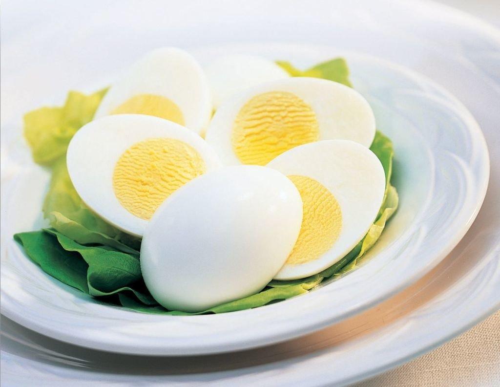 plato de huevos duros