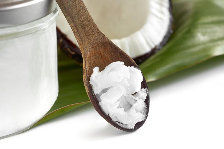 aceite de coco cuchara madera