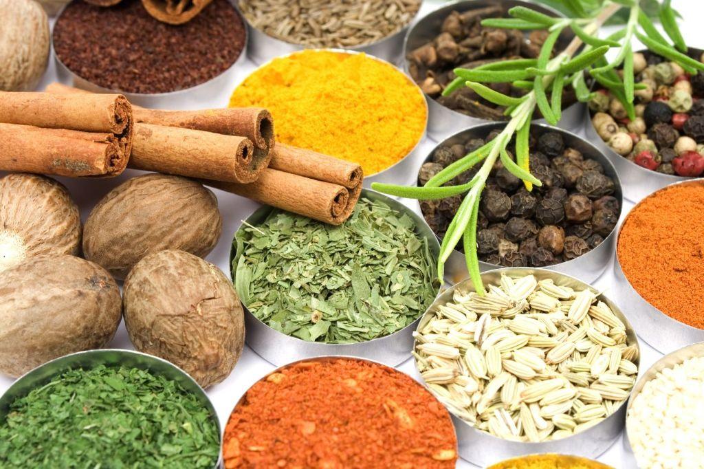 Hierbas aromáticas y especias que también son medicinales