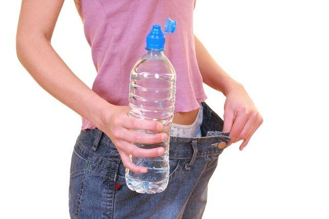 Tomar agua ayuda adelgazar la
