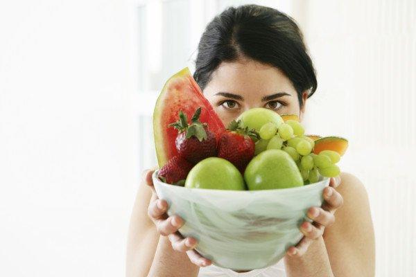 mujer-detras-frutas