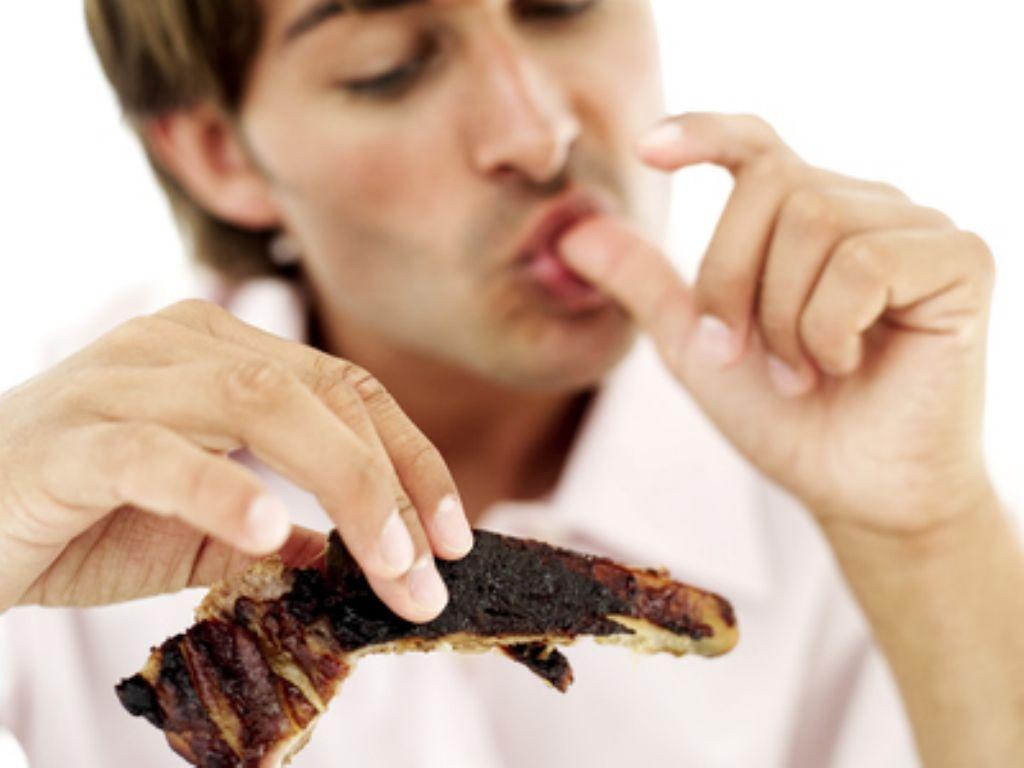 hombre-comiendo-carne(1)