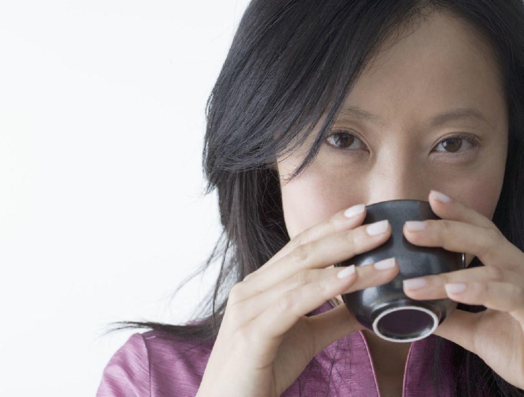 chica-japonesa-bebiendo