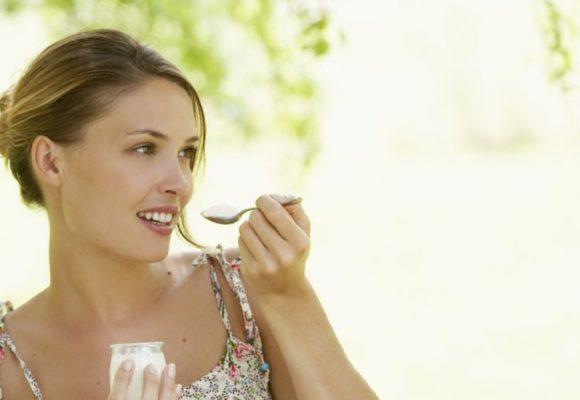 , 5 Beneficios del yogur griego – (Y su comparación con el yogur regular)