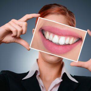 ¿Cómo blanquear los dientes de manera natural?